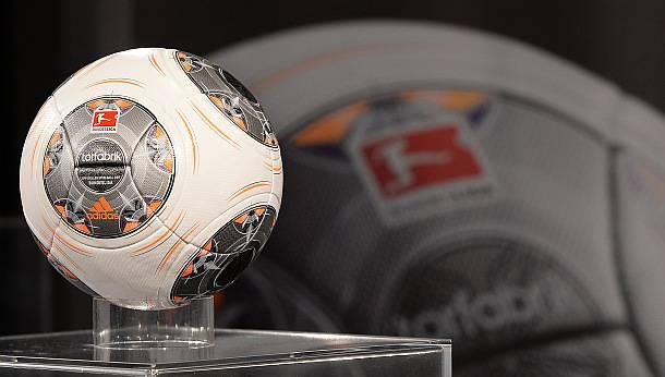adidas Torfabrik Der neue Bundesliga Spielball 2013/2014
