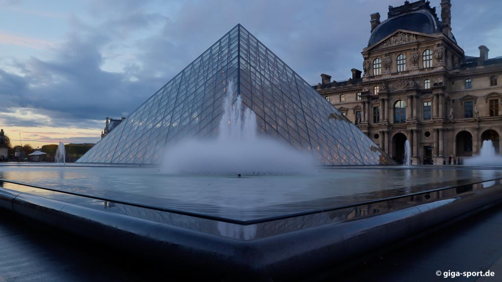 EM 2016 Frankreich - Paris Pyramide Louvre