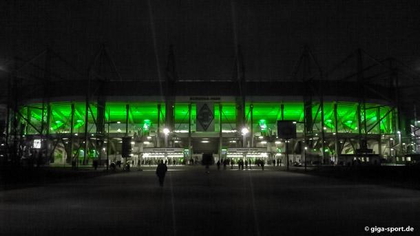 Borussia Park Mönchengladbach bei Nacht